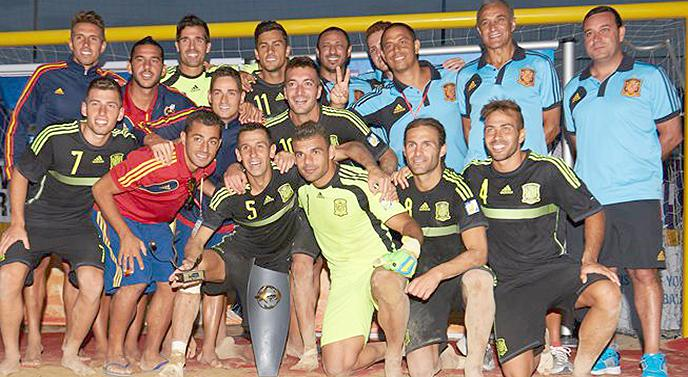 44b5a3b2f67a3 Siete jugadores andaluces se proclamaron ayer campeones de Europa de Fútbol  Playa en la  Euro Beach Soccer Cup